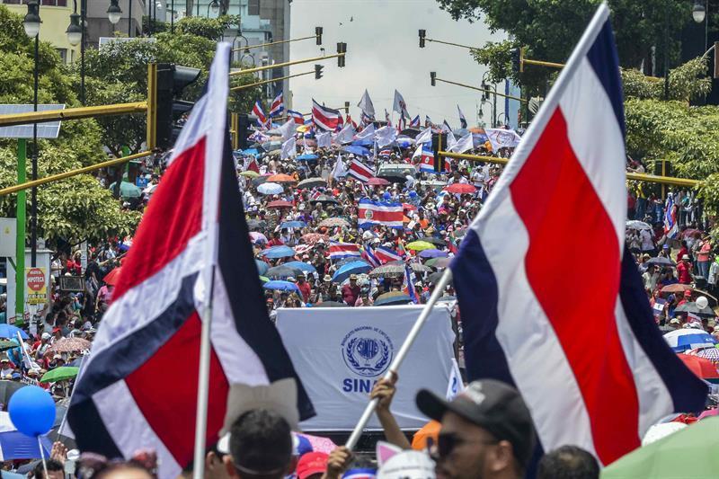 Costa Rica resiste el fiscalazo