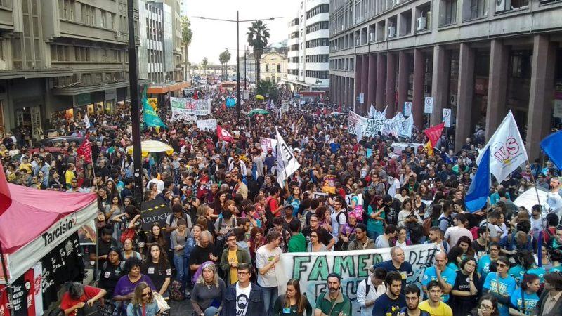 Más de un millón de personas defendieron la educación pública en Brasil