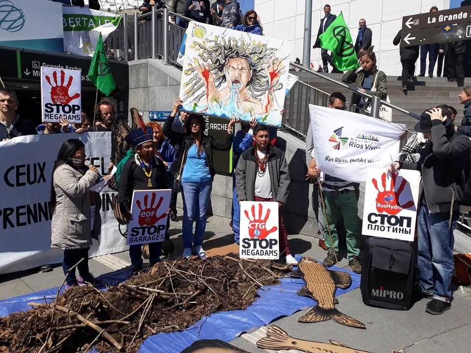 Movimiento Ríos Vivos Colombia denuncia en París violaciones a derechos humanos y ambientales por represas hidroeléctricas