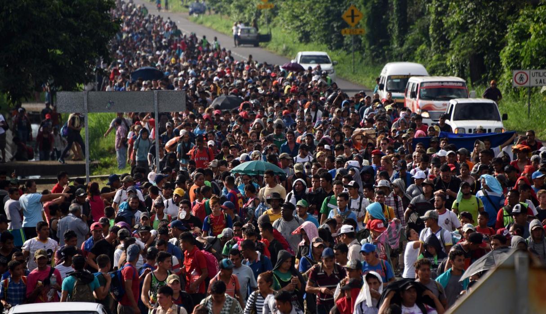 Cientos de familias emprenden camino hacia Estados Unidos